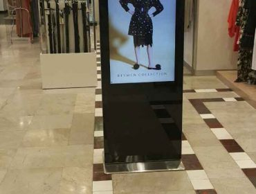 Mobile stand-alone digital display in a retail environment